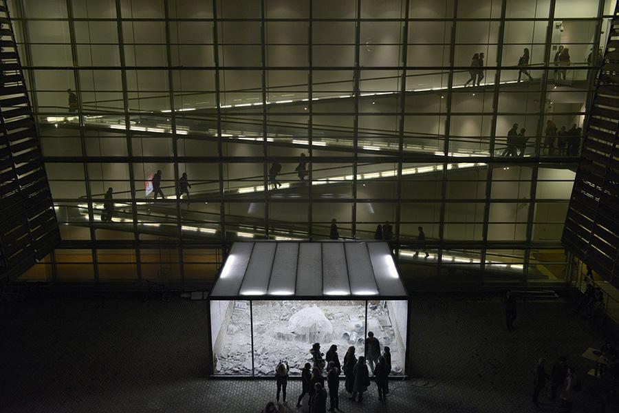 schema_design_marina_abramovic_as_one_exhibition_neon4.jpg
