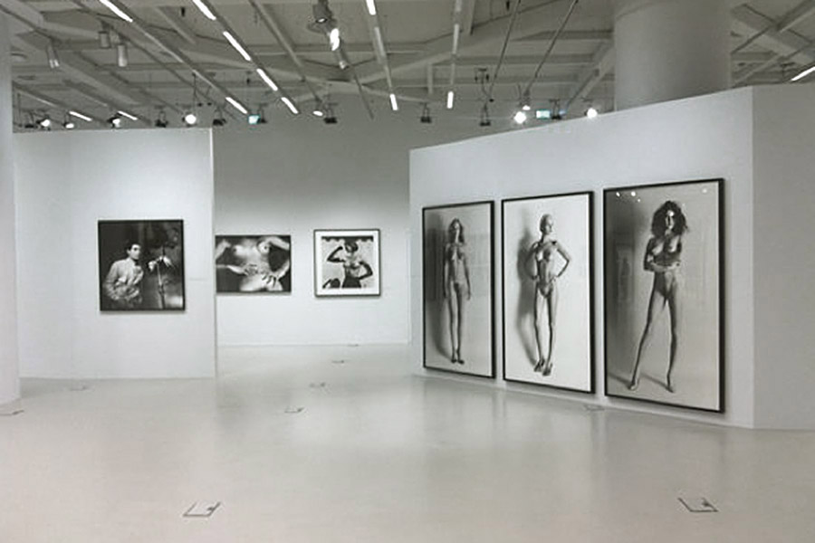 schema_design_helmut_newton_exhibition8.jpg